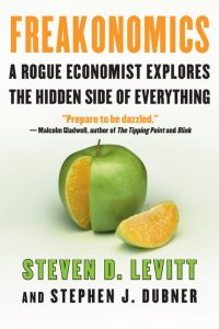 Freakonomics : A Rogue Economist Explores the Hidden Side of Everything by Steven D. Levitt and Stephen J. Dubner - Hardcover