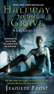 Halfway to the Grave by Jeaniene Frost - Paperback